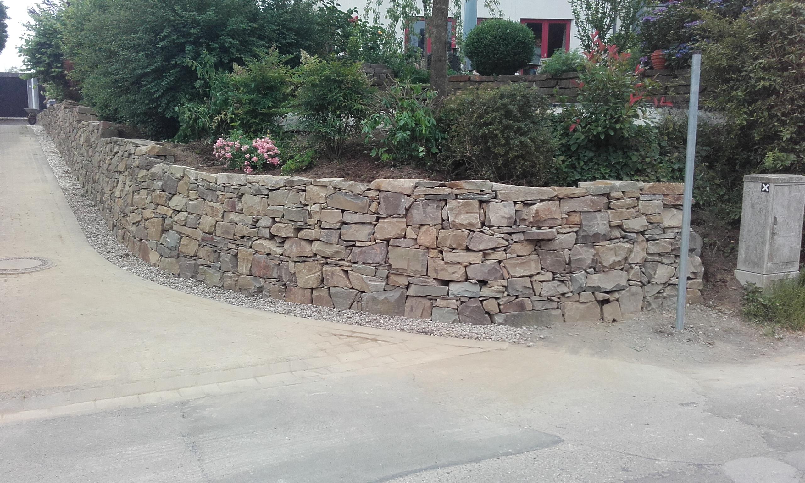 Grauwacke/Bruchstein als Stützmauer